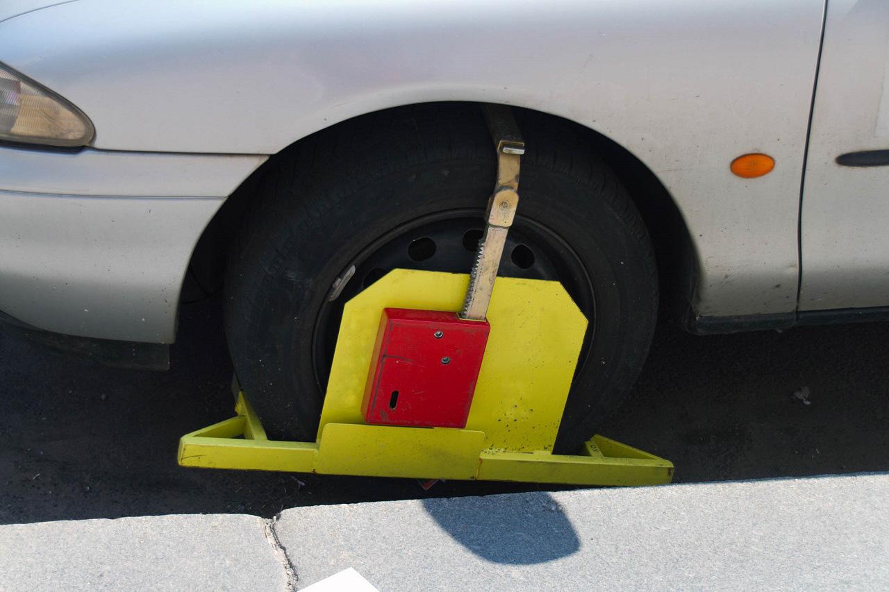 Sabot sur roue de voiture